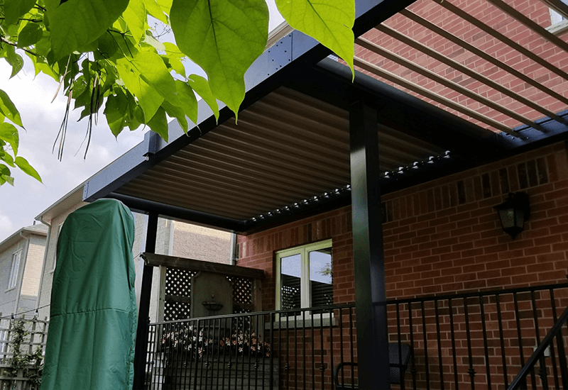 Attached Pergola made of aluminum ideal for your backyard.